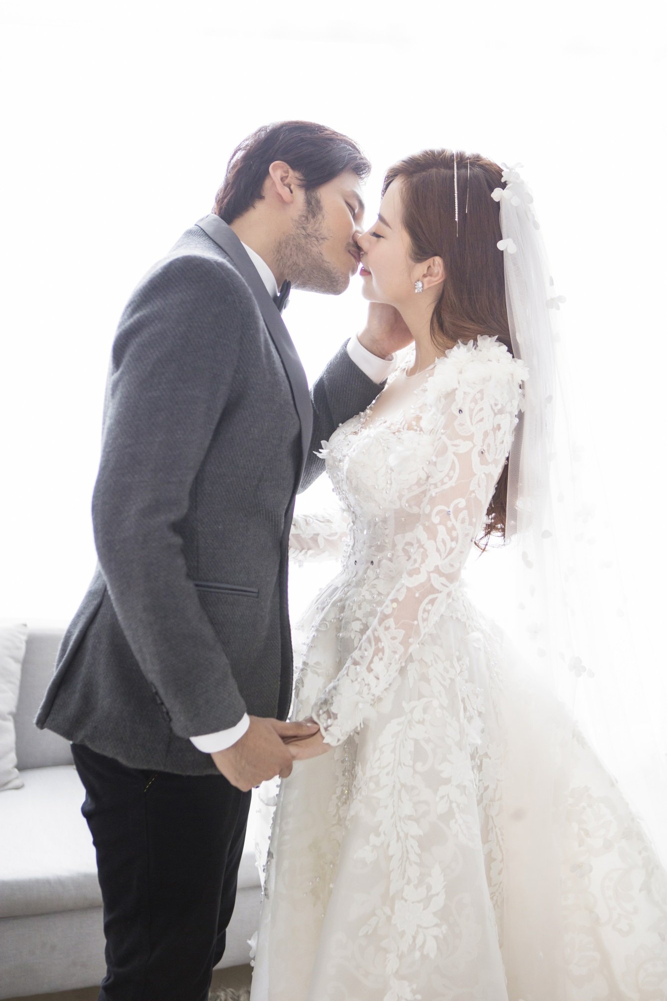 Diễn viên Gạo nếp gạo tẻ 'khoá môi' bạn trai ngọt ngào trong ảnh cưới - Ảnh 8