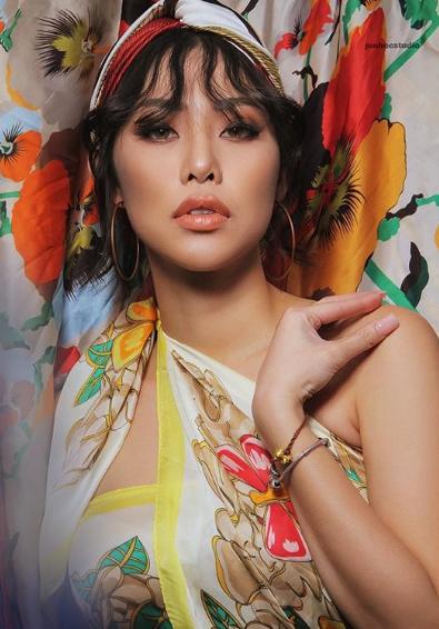 2 tình cũ nóng bỏng của Đặng Văn Lâm: Người là 'hotgirl cover' nhạc Việt, kẻ chăm chỉ khoe thân táo bạo - Ảnh 9