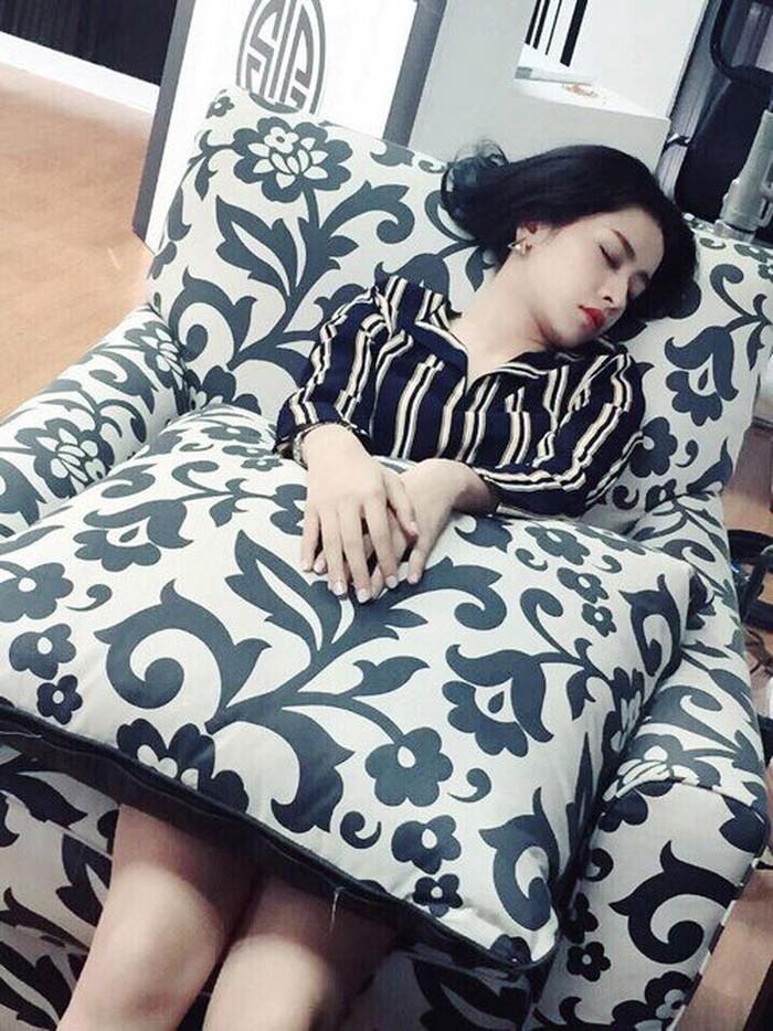 Có ai được như các mỹ nhân Việt này!... Ngủ gật cũng đẹp hết phần thiên hạ - Ảnh 11
