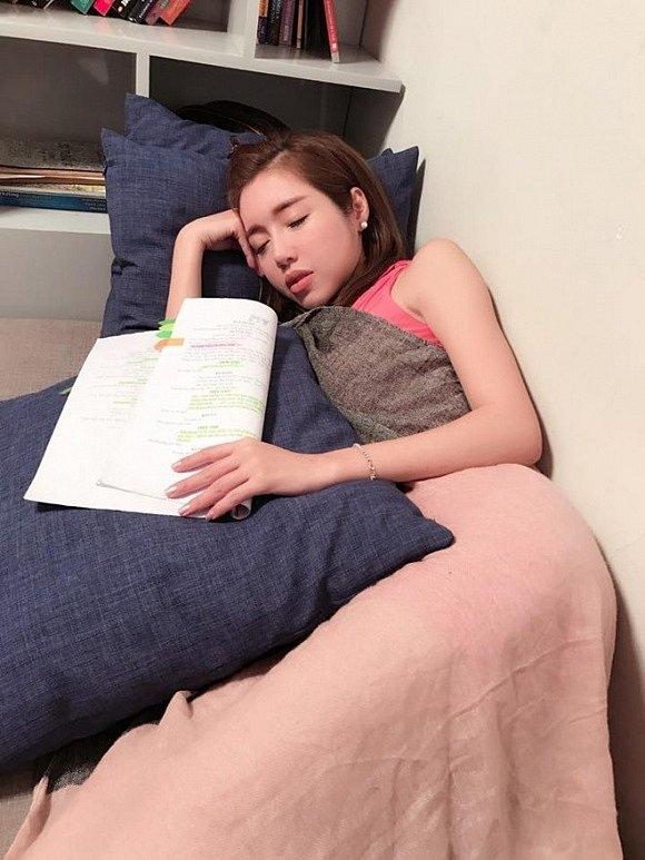 Có ai được như các mỹ nhân Việt này!... Ngủ gật cũng đẹp hết phần thiên hạ - Ảnh 9