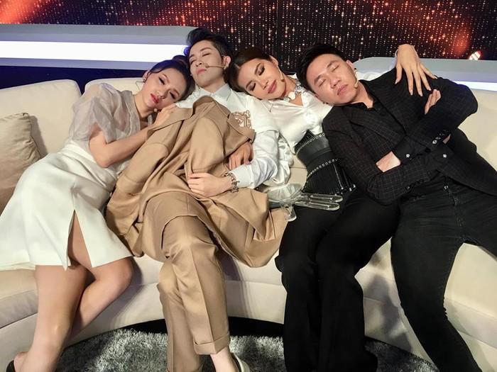 Có ai được như các mỹ nhân Việt này!... Ngủ gật cũng đẹp hết phần thiên hạ - Ảnh 4