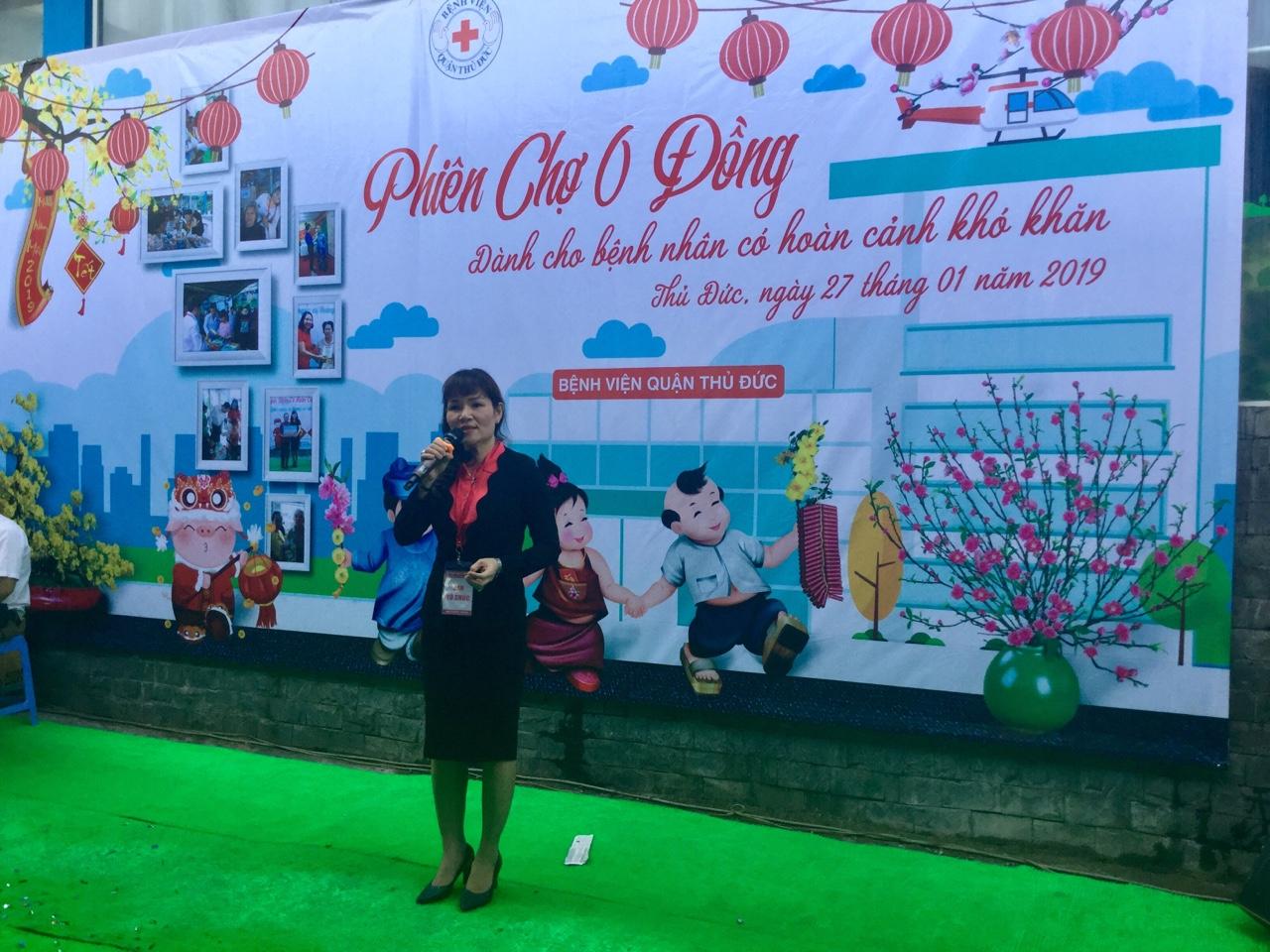 Bác sĩ Nguyễn Thị Ngọc, Phó giám đốc bệnh viện quận Thủ Đức phát biểu tại Phiên chợ 0 đồng