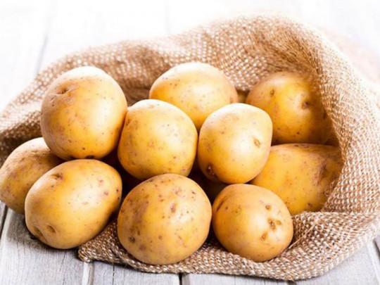 Mẹo bảo quản khoai tây tươi lâu, tránh nguy cơ mọc mầm gây ngộ độc khi ăn - Ảnh 1