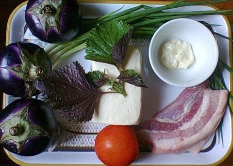 Nguyên liệu chuẩn bị làm món thịt nấu bung đơn giản