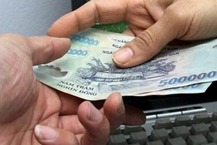 Ngày đầu năm mỗi người Việtđều tránh cho vay, đi vay, đòi nợ hay trả nợ