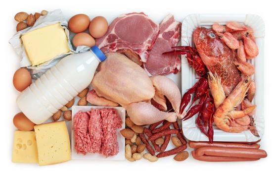 Thường xuyên bổ sung protein và collagen có trong các loại thịt, cá giúp tăng kích thước vòng 1 nhanh chóng