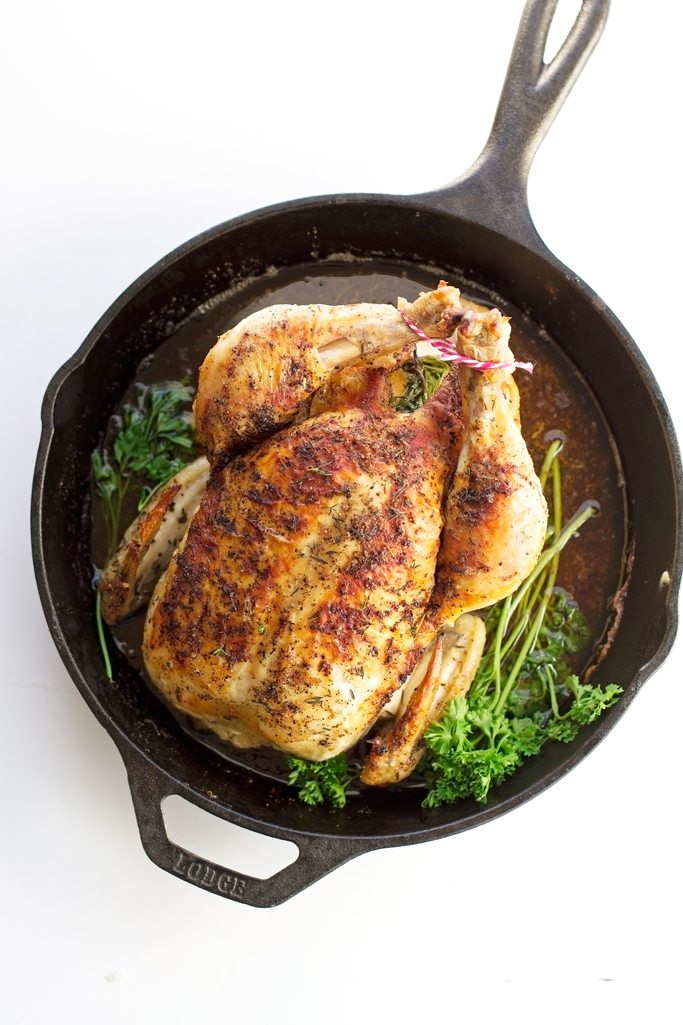Trong thịt gà có chứa carnosine - một hoạt chất giúp làm chậm quá trình biến đổi collagen, giúp da trở nên săn chắc, hạn chế hình thành nếp nhăn.