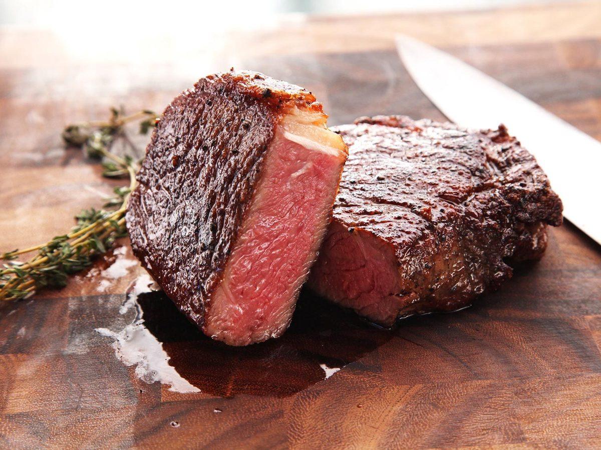 Giống như thịt gà, thịt bò cũng có tác dụng thúc đẩy quá trình sản xuất collagen.