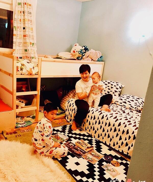 Hồng Nhung cùng các con trong căn nhà triệu đô.