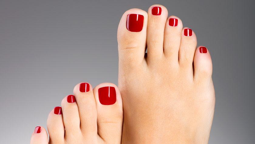 Theo tử vi, tướng bàn chân của phụ nữ có ngón thứ hai dài hơn ngón cái là tướng bàn chân kim túc và vô cùng cát tường