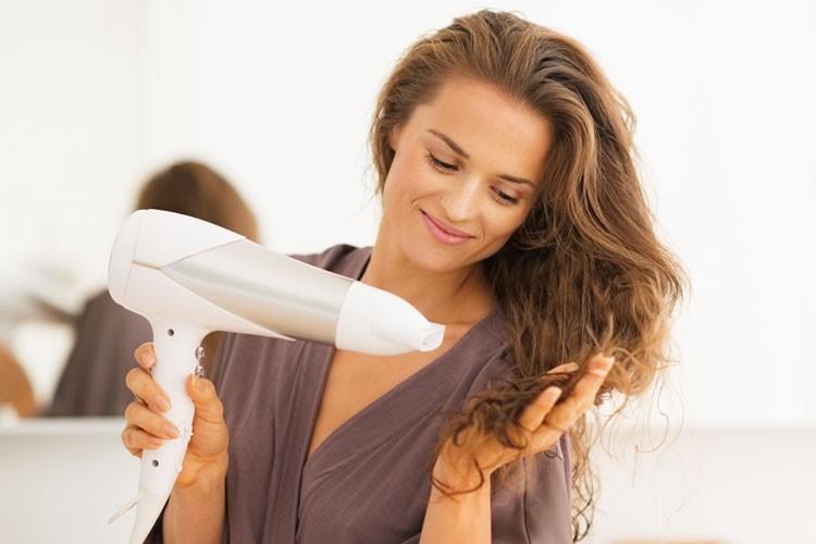 Hạn chế nhiệt độ cao tiếp xúc với tóc là phương pháp giữ màu tốt nhất cho tóc nhuộm