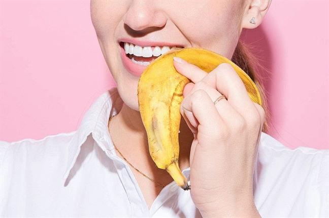 Vỏ chuối không chỉ có tác dụng làm trắng răng mà mặt trong của chúng còn có tác dụng lấy cao răng vô cùng hiệu quả
