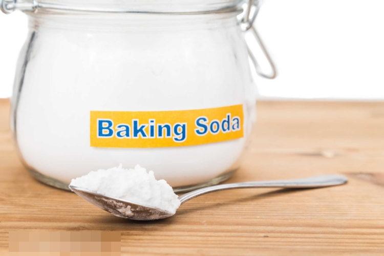 Baking soda giúp làm sạch mảng bám, cao răng chỉ trong thời gian ngắn