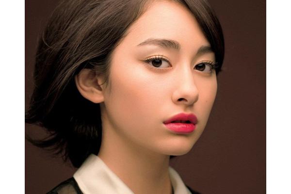 Phụ nữ có đuôi mắt dài cộng với mắt hơi ti hí đích thị là người có tính trăng hoa