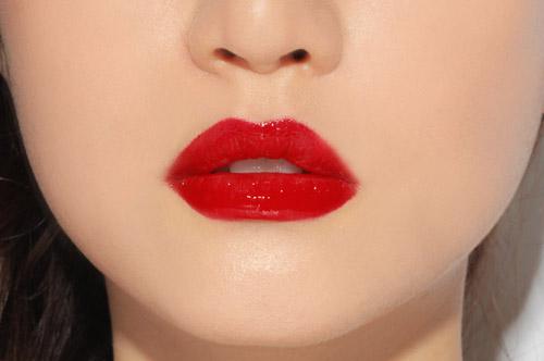 Phụ nữ sở hữu đôi môi dày và cong thường rất giỏi ăn nói nên cuốn hút được nhiều người khác giới
