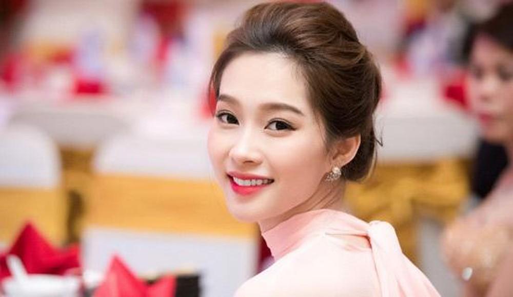 Những người phụ nữ có đôi môi hồng hào đều đặn, cười không hở lợi đều sở hữu một tinh thần sống rất tích cực và cầu toàn