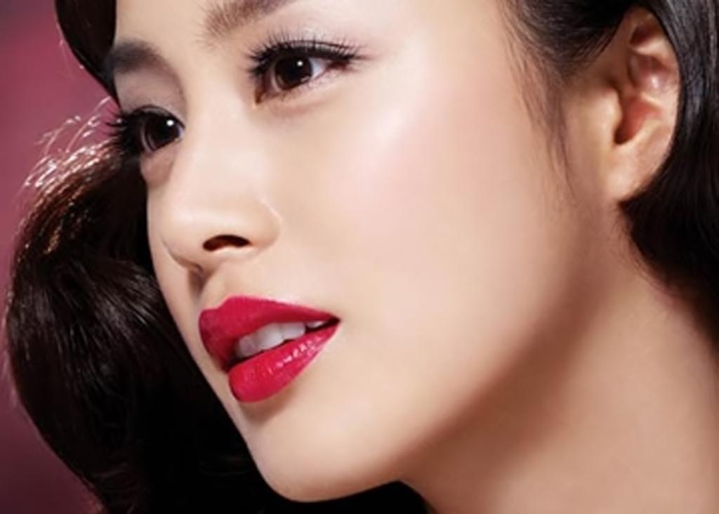 Theo nhân tướng học, phụ nữ có tướng miệng to, môi dày và rộng thường là người sống cởi mở, chan hòa