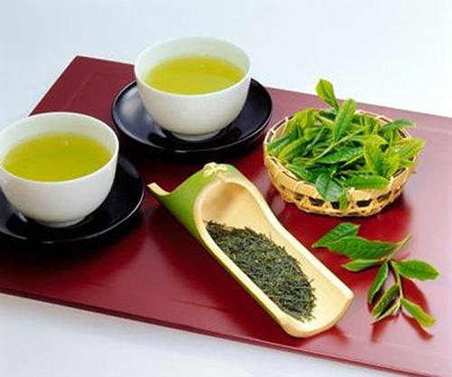 Vào mùa đông việc uống trà nóng chính là một phương pháp để bạn giữ cho cơ thể ấm áp và tránh tình trạng tăng cân