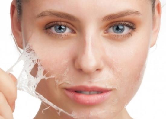 Việc tẩy da chết thường xuyên sẽ giúp làn da của chị em trắng sáng và mịn màng hơn rất nhiều