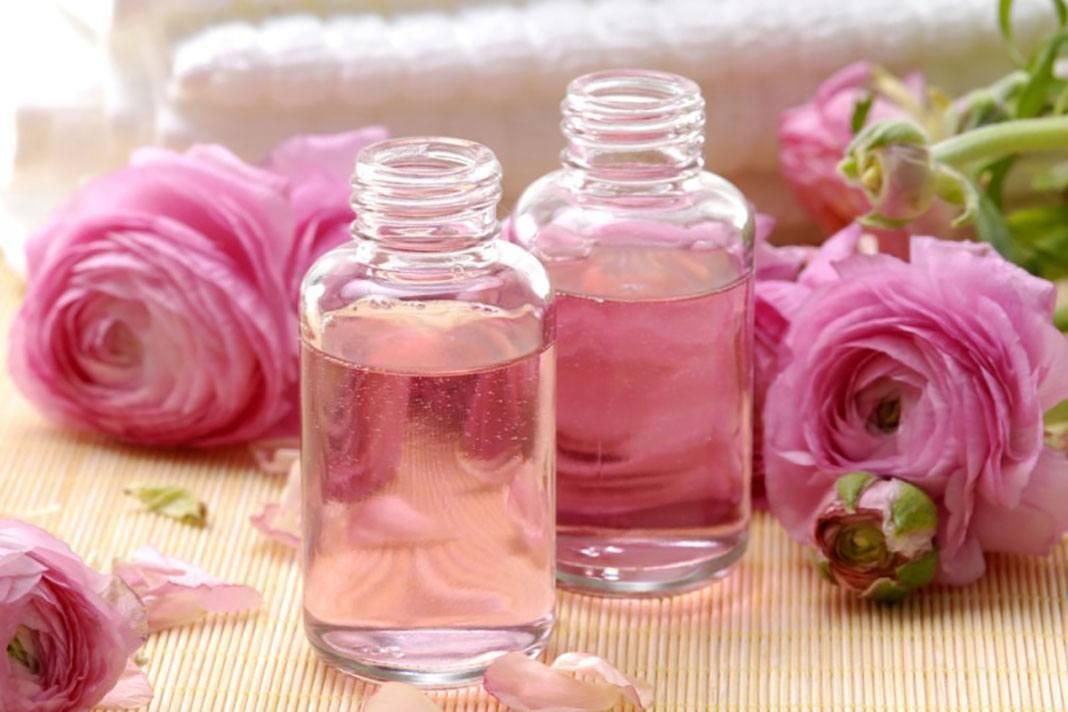 Nước hoa hồng giúp làn da luôn sạch sẽ và không bị nhiễm khuẩn khi mưa đến