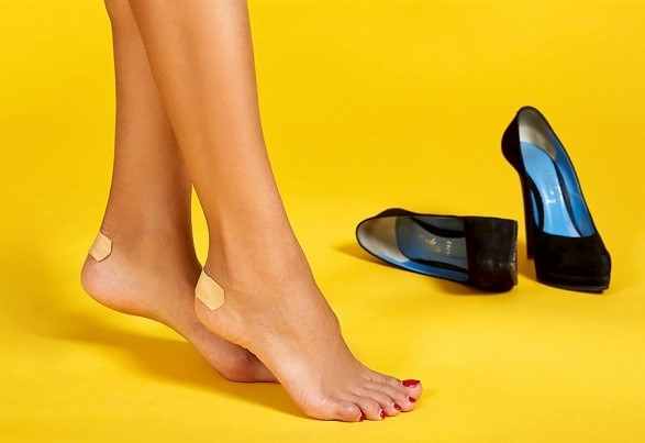 8 mẹo giúp bạn gái đi giày cao gót không đau chân - Ảnh 1