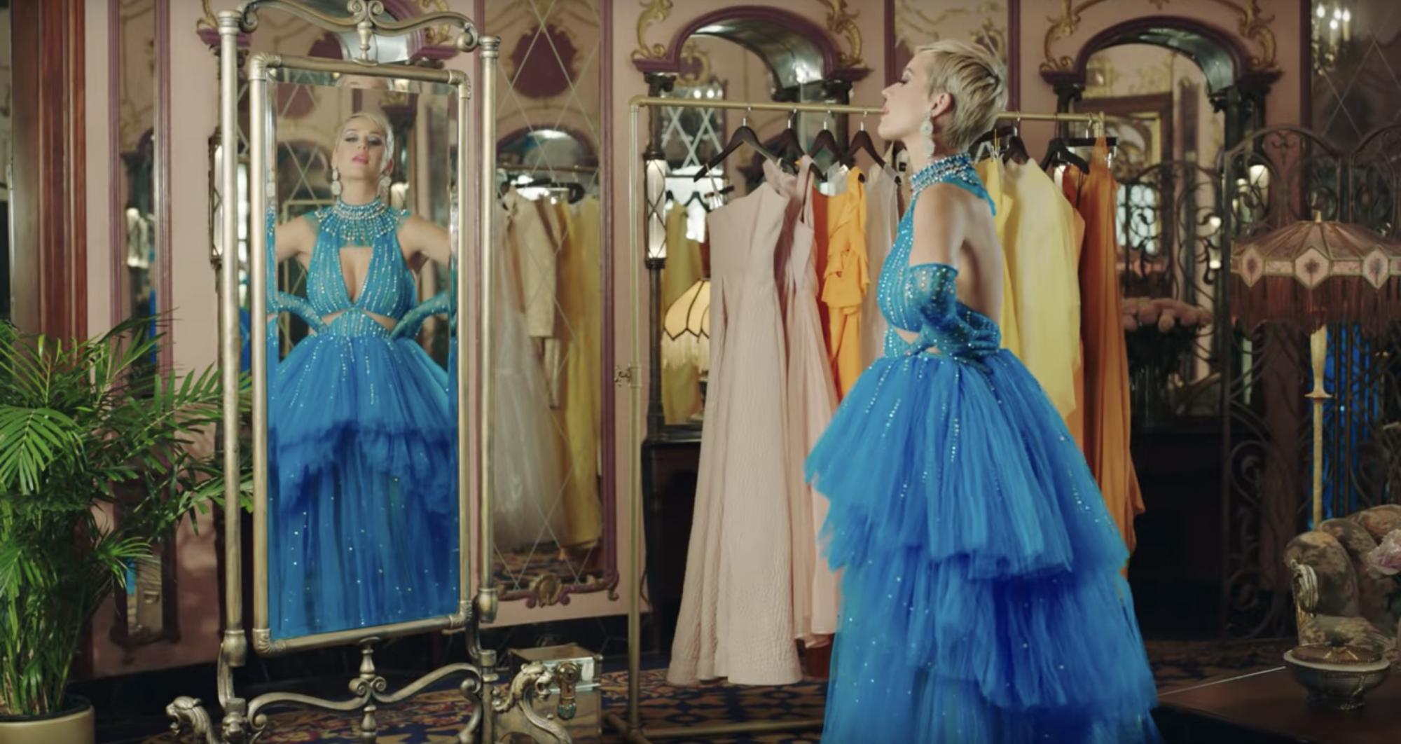Công Trí hoàn thành chiếc váy trong vòng 24 giờ để gửi cho Katy Perry  - Ảnh 5