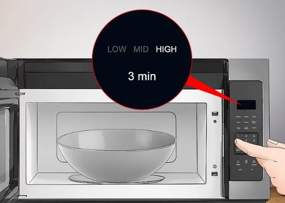 Cho hỗn hợp nước và vỏ chanh vào lò vi sóng quay ít nhất 3 phút - Ảnh minh họa: Internet