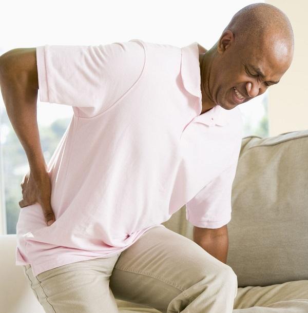 Những dấu hiệu đầu tiên cho thấy bạn có khả năng mắc bệnh thoái hóa khớp háng là ê mỏi vùng mông