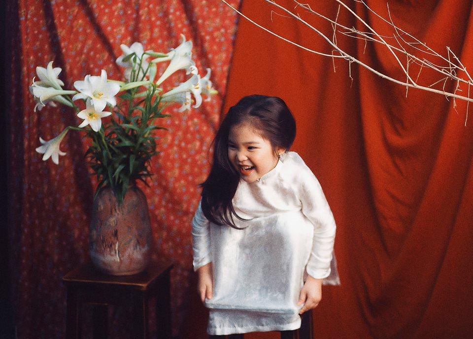 Phiên bản 'thiếu nữ bên hoa huệ' của cô bé 5 tuổi 'gây bão' cộng đồng mạng, hội chị em nhất quyết 'phải sinh con gái' - Ảnh 4