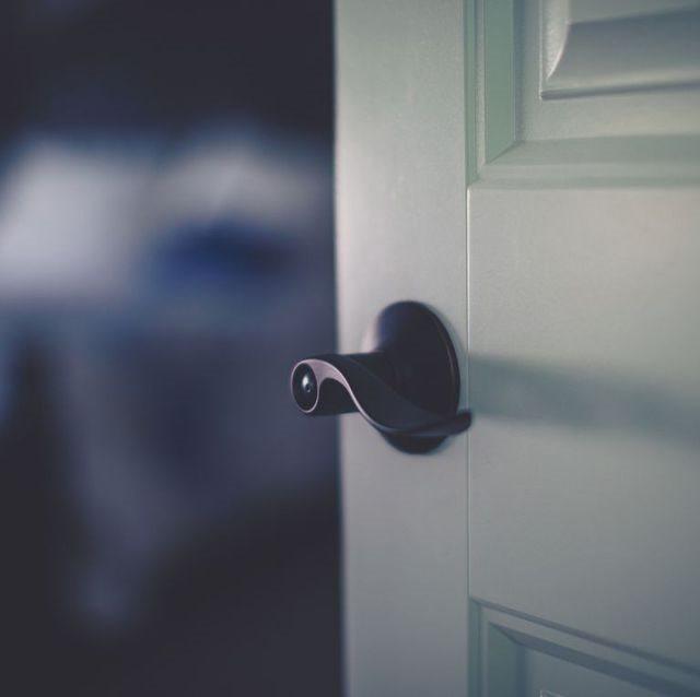 Chớ quên đóng cửa phòng trước khi lên giường - Ảnh 2