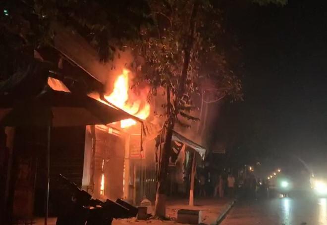 Vụ gia đình 3 người tử nạn vì hỏa hoạn ở Huế: 'Tiếng kêu cứu yếu dần rồi tắt lịm' - Ảnh 1