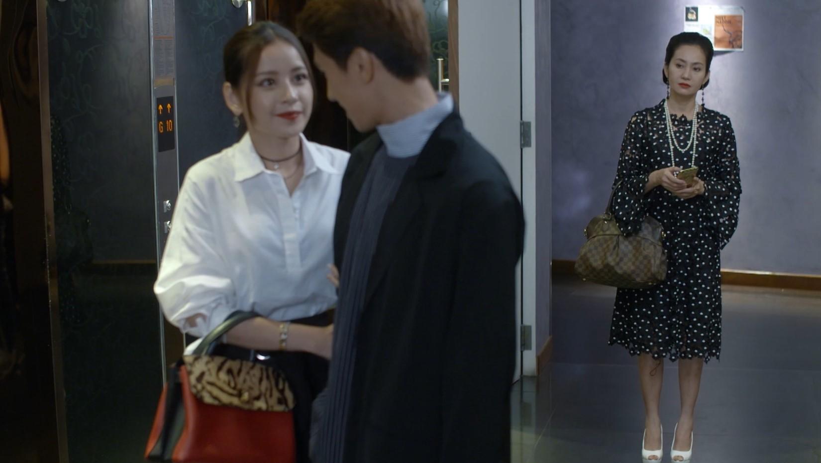 Vốn không ưa con riêng của chồng, có thể mẹ kế sẽ là nhân vật khiến Hạ Linh phải dè chừng.
