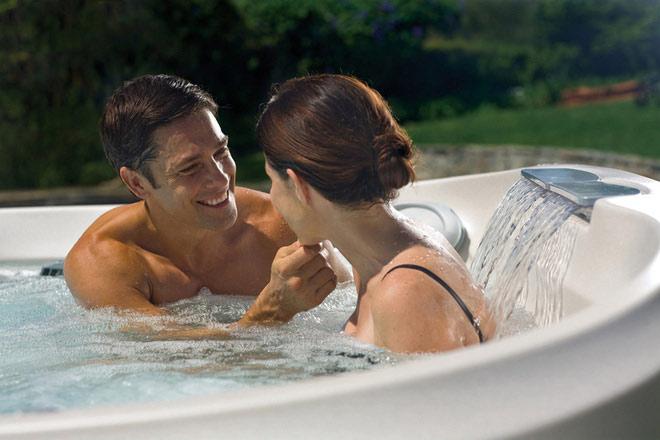 """Các chuyên gia tình dục đề nghị """"yêu"""" các động tác có sự ổn định, thoải mái trong phòng tắm."""