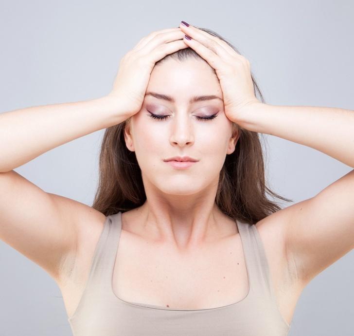 Giảm nếp nhăn trán với bài tập yoga dễ thực hiện