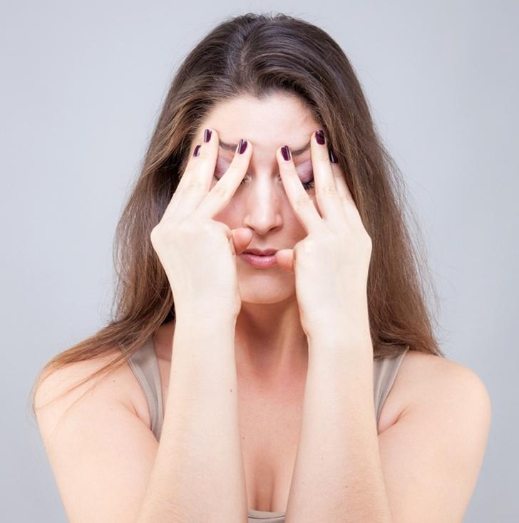 Giảm nếp nhăn quanh mí mắt với bài tập yoga cho mặt làm tại nhà nhanh chóng