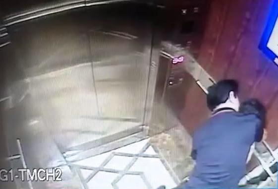 Bé gái có dấu hiệu bị dâm ô trong thang máy chung cư ở quận 4 - Ảnh 1