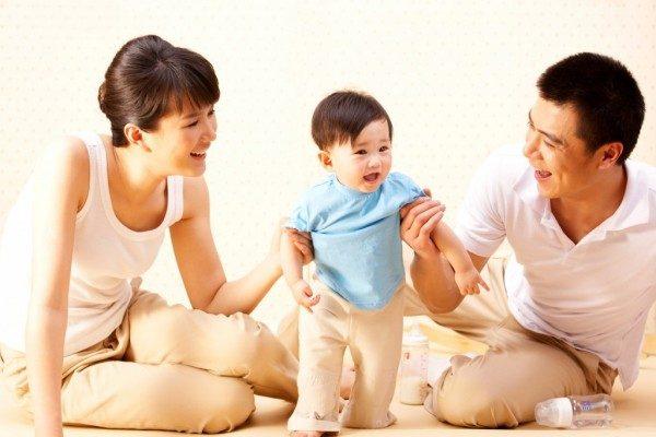 Theo dõi các cột mốc phát triển của trẻ từ 0-18 tháng  - Ảnh 3