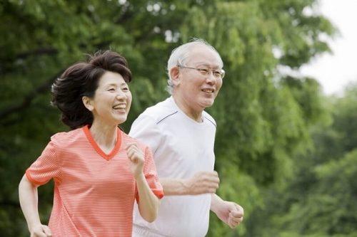 Đi bộ 10 phút mỗi ngày có tác dụng gì với người cao tuổi? - Ảnh 1