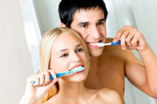Vệ sinh răng miệng sạch sẽ vào tối hôm trước để có