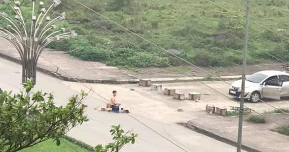 Nam thanh niên đâm bạn gái tử vong ở Ninh Bình: 'Ai mà lại gần thì tôi đâm chết' - Ảnh 1