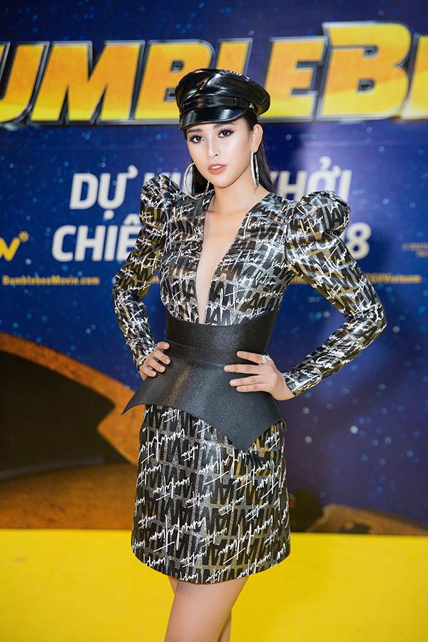 Khác với hình ảnh nhẹ nhàng lúc mới đăng quang, hoa hậu Tiểu Vy 'hầm hố' với style cá tính  - Ảnh 3
