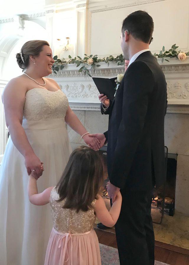 """Chú rể được cấy ốc tai ngay trước lễ cưới: """"Tôi nghe thấy tiếng vỗ tay"""" - Ảnh 1"""