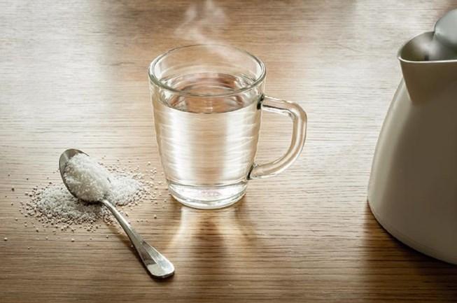 Lợi ích sức khỏe khi uống nước nóng mỗi ngày - Ảnh 1