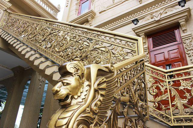 Cầu thang được làm công phu