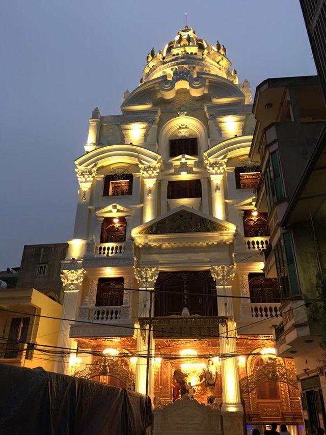 Tòa nhà nằm gần đường Hoàng Quốc Việt, quận Cầu Giấy, Hà Nội