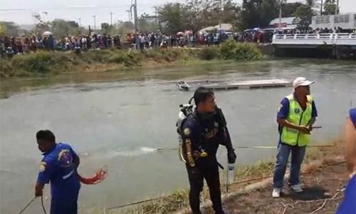 Xe chở công nhân Việt lao xuống kênh ở Thái Lan, 10 người thiệt mạng - Ảnh 1