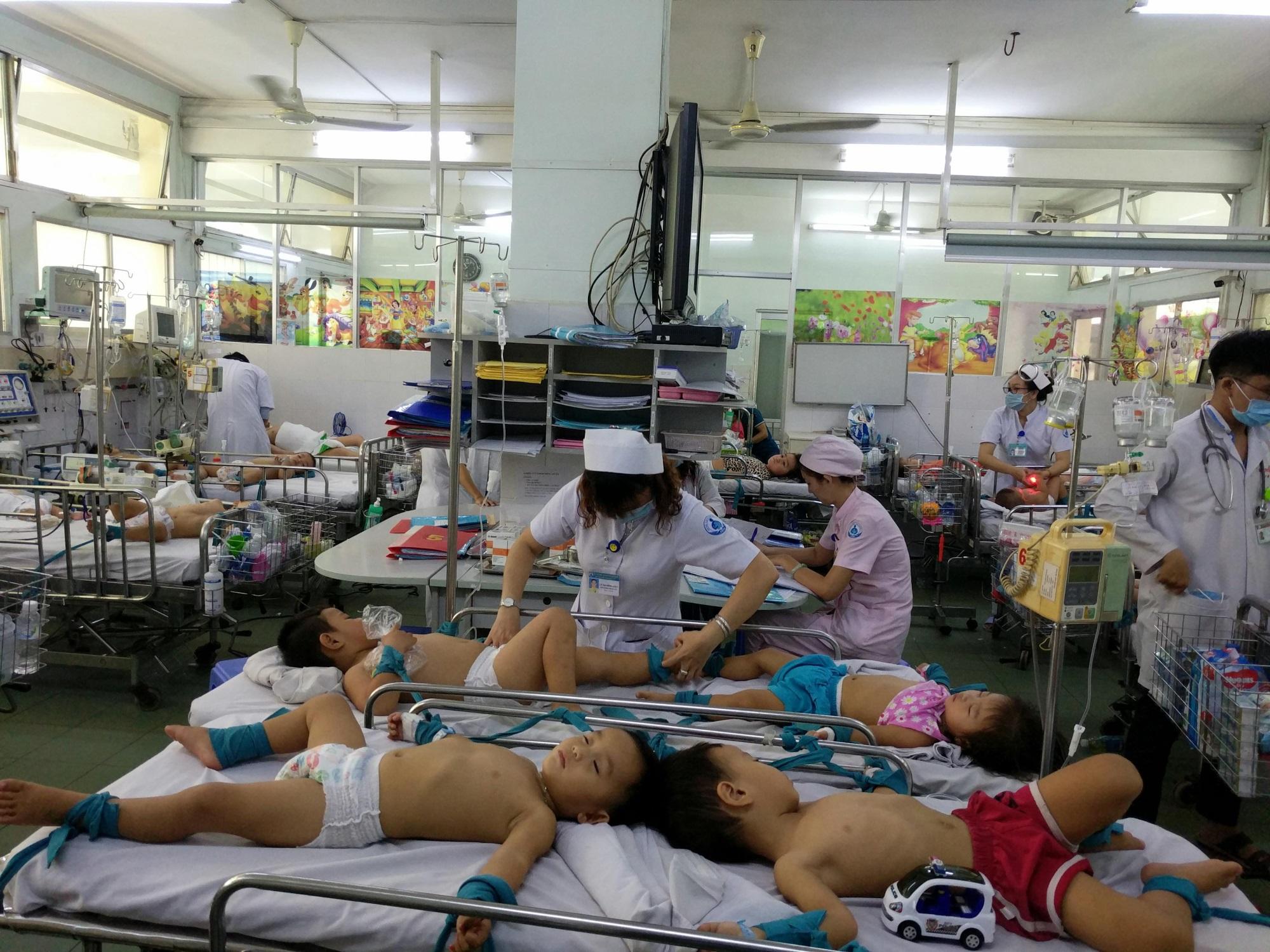 TPHCM: Bệnh tay chân miệng tăng đột biến, đã có trường hợp tử vong - Ảnh 1