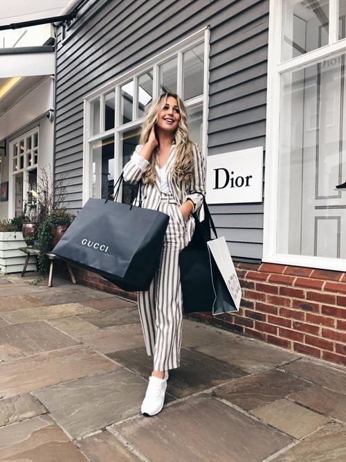 Shopping thời trang chắc chắn là hoạt động yêu thích của mọi chị em