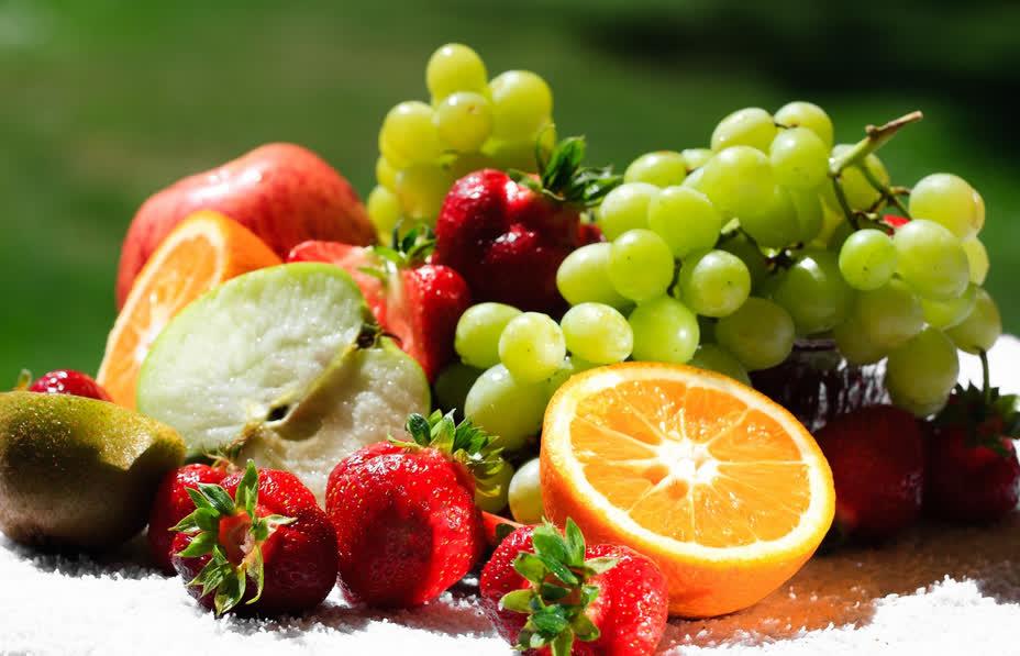 Nên chọn rau củ quả tươi để ăn thay vì các thực phẩm đã được sấy khô, đông lạnh
