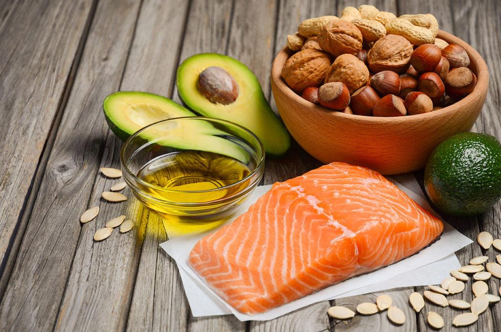 Thường xuyên bổ sung thực phẩm giàu omega-3 và vitamin D vào trong bữa ăn hàng ngày